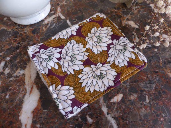 lingette marron fleurs blanches